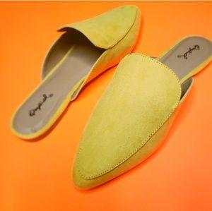 Shoes - 🆕️//The Brooklyn// yellow mule flat